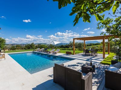 Photo for Villa Roberta with pool and park, surrounded by countryside, just 20 minutes from the beach of Fano