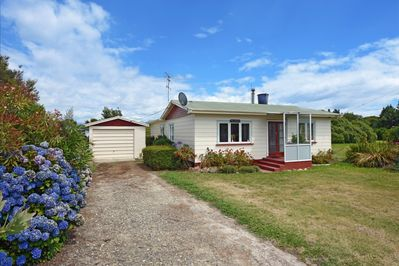 Kina Cottage, Nelson Holiday Home