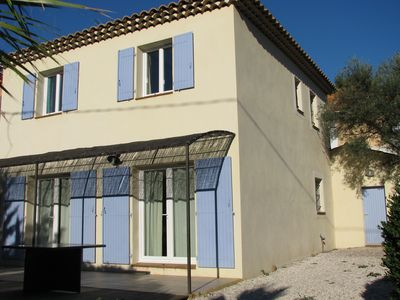 Photo for Bandol, ideal family home, 5 minutes walk from the beaches, quiet with garden