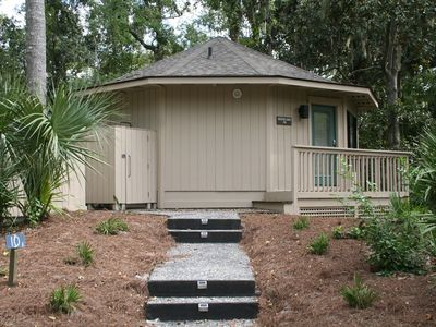 Photo for 1 Bedroom Villa in Sea Pines with Sunny on site Pool. Easy Walk to the Beach!