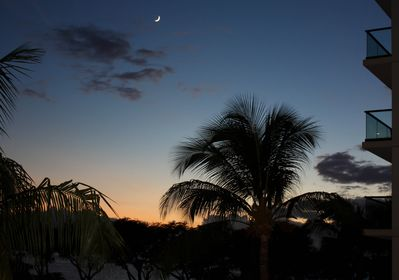 Sunset and moonrise from the lanai.