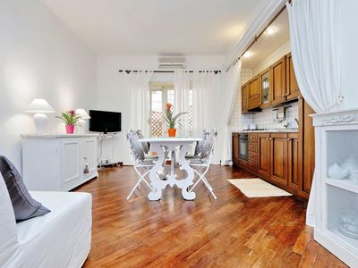 Photo for Moletta apartment in Testaccio-Piramide with WiFi, integrated air conditioning & private terrace.