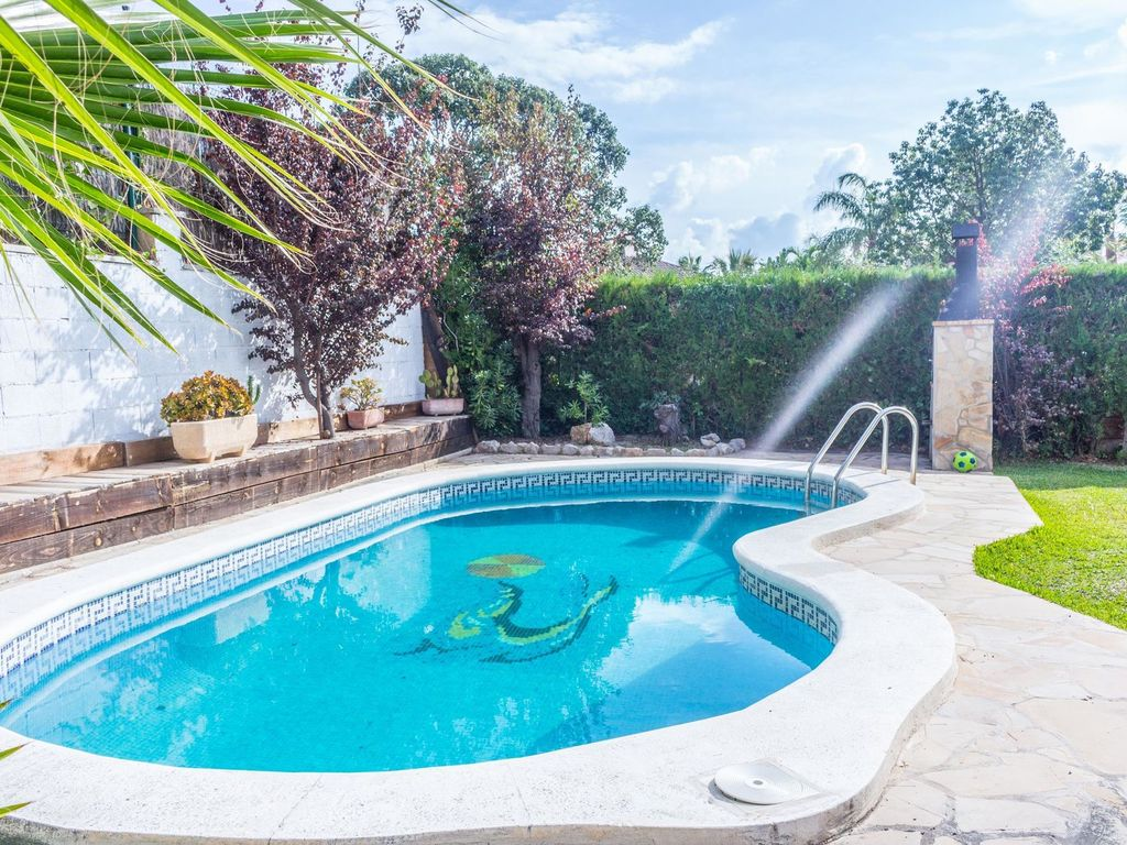 Very nice house with private swimming pool and at short distance of the beach el vendrell costa for California private swimming pool code