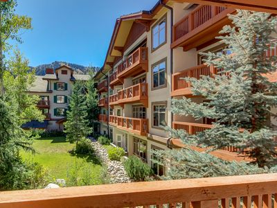 Photo for Lovely ski-in/out condo w/ community hot tub, pool & Club Solitude access!