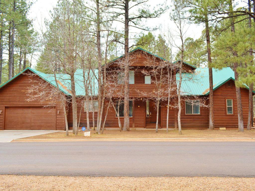 Pinetop Mountain Escape: Pinetop Home-Sleeps 24!! Perfect location ...