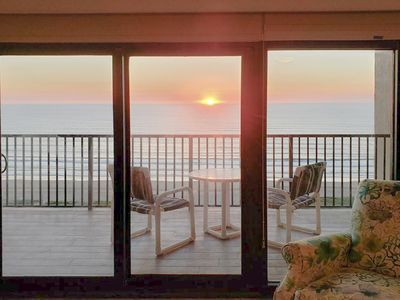 5 Star rated -  May and Summer rates lowered - Tranquil 11th floor condo