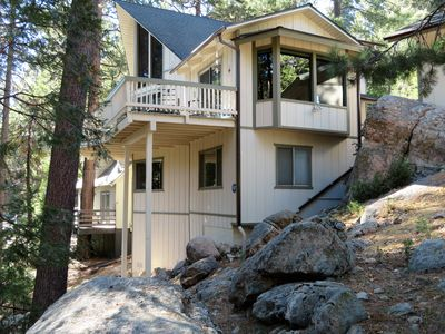 Photo for Cozy Cabin in walking distance to Arrowhead Village & Lake