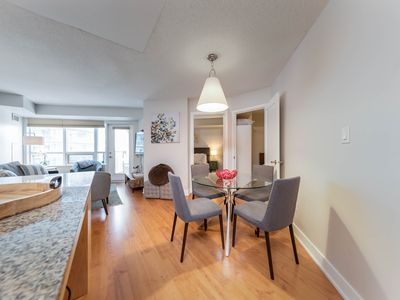 Photo for 3 BDRM + 2 BATH + Parking - MTCC, CN Tower
