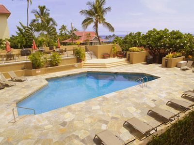 Photo for Awesome location, beautiful 2 bedroom, 3 BATH!  Downtown Kona.  Family friendly!