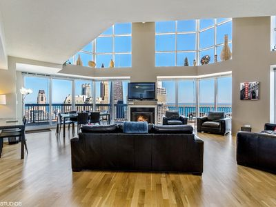 55/56th Floor Penthouse - VIEWS, Fireplace, Balcony, Fitness Center