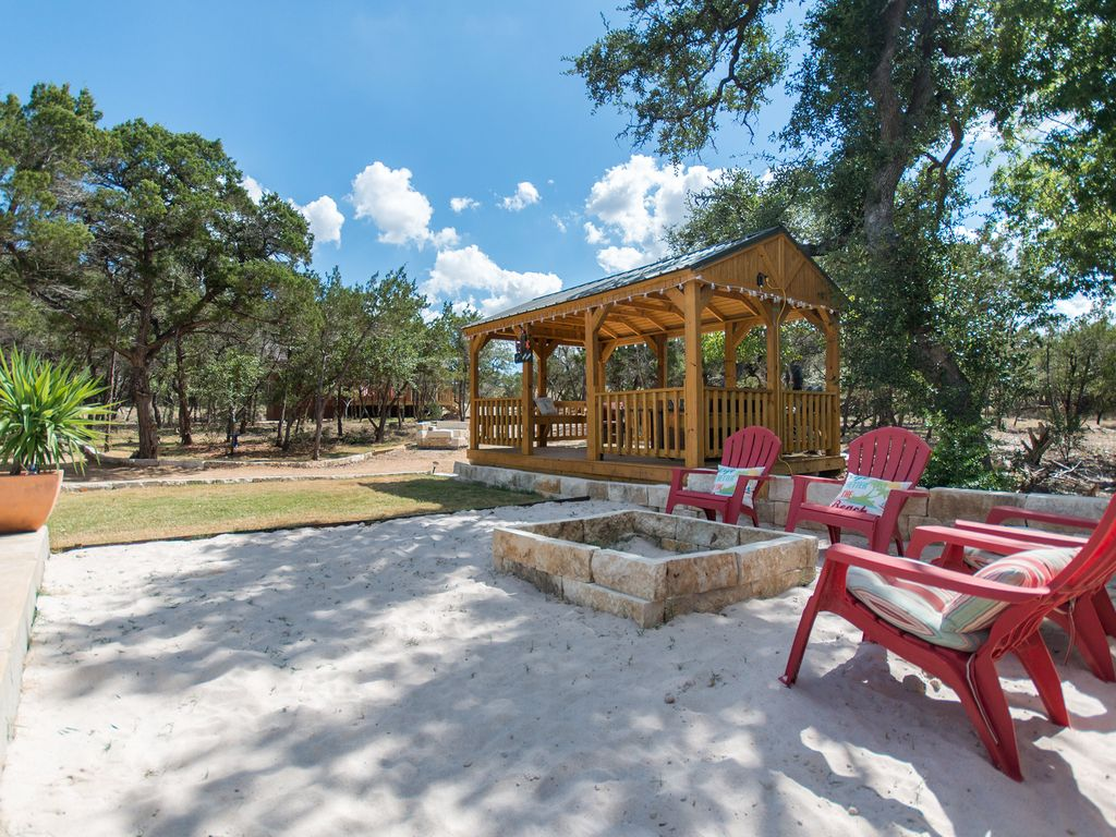 Texas hill country cabin s with pool access bee cave for Texas hill country cabin builders