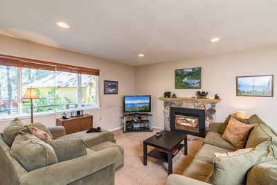 Living Area - Welcome to Lake Tahoe! Get a fire going in the ultra-comfy and open living area.