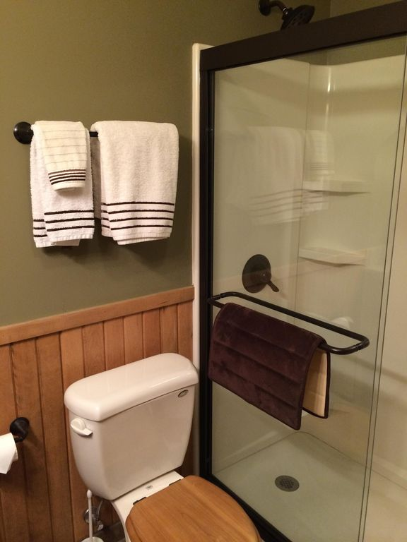 Bathrooms (2) With Luxurious Amenities And Adirondack Décor