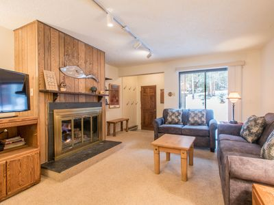 Photo for Cozy Ski-in/Walk-out condo, outdoor hot tub, free wifi, & parking, great valu