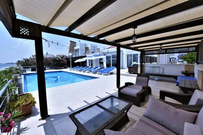 Huge patio,  infinity pool, outdoor table and chairs, sofa group,  sunbeds