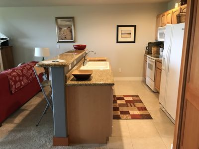 fully equipped kitchen, bar, granite countertops