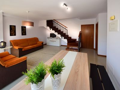 Photo for 4 bedrooms, swimming pool, wifi, city center in a few minutes
