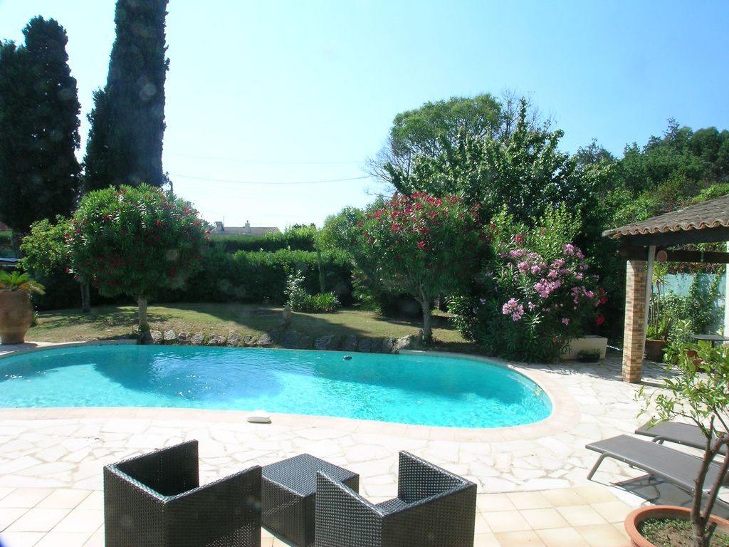 Villa with own pool and garden, walking distance ... - 8190922