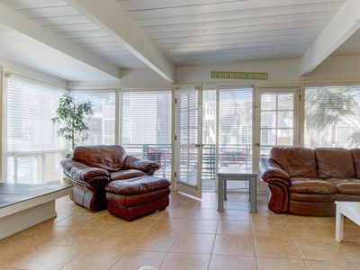 Beach duplex w/private courtyard, close to the sand & surf!