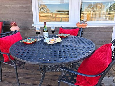 Photo for Centrally Located Wine Country Cottage