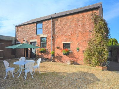 Photo for 1 bedroom Cottage in Lytham St Annes - 76523
