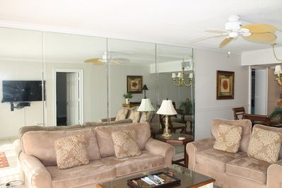 2ND FLOOR 3BD/3BA BEACHFRONT CONDO SLEEPER SOFA /LOVE SEAT