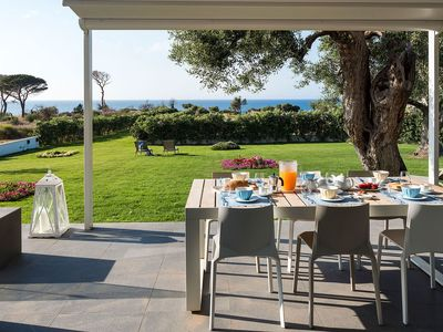 Photo for Neptune - Villa in front of the Sea for 6 People, WIFI, A/C, Garden