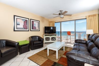 Living Room - Plush leather furniture, flat screen TV and amazing scenic views