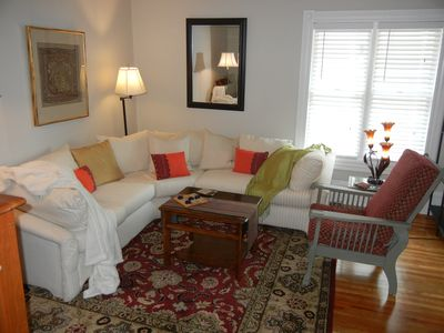 Living room seating for 6 comfortably