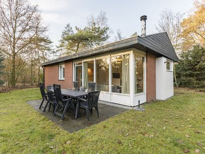Photo for 8-person bungalow in the holiday park Landal Heihaas - in the woods/woodland setting