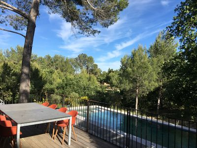 Photo for Contemporary villa between Aix-en-Provence and Luberon