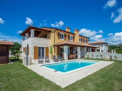 Photo for Comfortable villa with private pool, fenced garden 11 km from Porec and beach