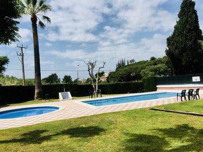 Photo for Renovated holiday home with pool and terrace near the beach, only 1km from the center
