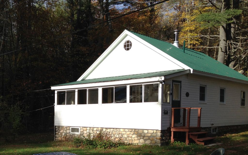 Classic maine lakefront cabin porch and ca vrbo for Cabin rentals in maine with hot tub