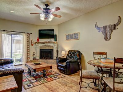 Photo for 2 bedroom 1 bath right on the Comal River! Sleeps 6.