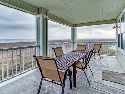 Photo for Gulf-front condo w/ 2 patios and a resort pool/hot tub, walk to the beach!