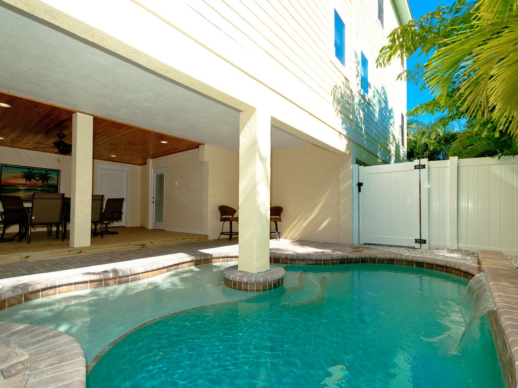 Casa playa west is a luxury 4 bedroom home with a pool and for Houses with 4 bedrooms and a pool