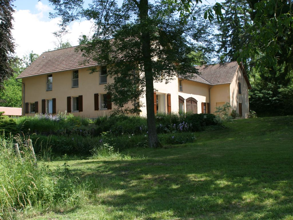 Wonderful Burgundy, 270sqm , Private Swimming Pool, 12 Tenants, 6 BD And 3 Bathrooms