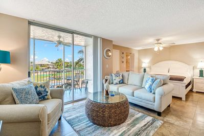 Enjoyable Beautiful Studio Condo Just Remodeled Everything Brand New Walk To Beach Free Wifi Parking Bonita Springs Andrewgaddart Wooden Chair Designs For Living Room Andrewgaddartcom
