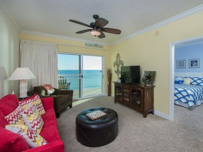Large Spacious Living room, Modern Decor with Beautiful Beach Access & Views