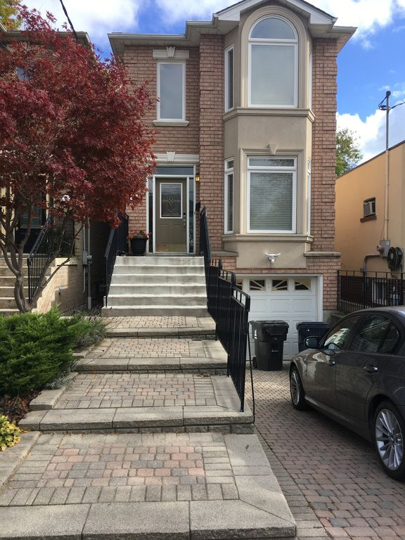 3 Bedroom House with Parking Close to Downtown.
