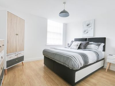 Photo for Luxury Modern Bright Derby City Accommodation, Great Location!