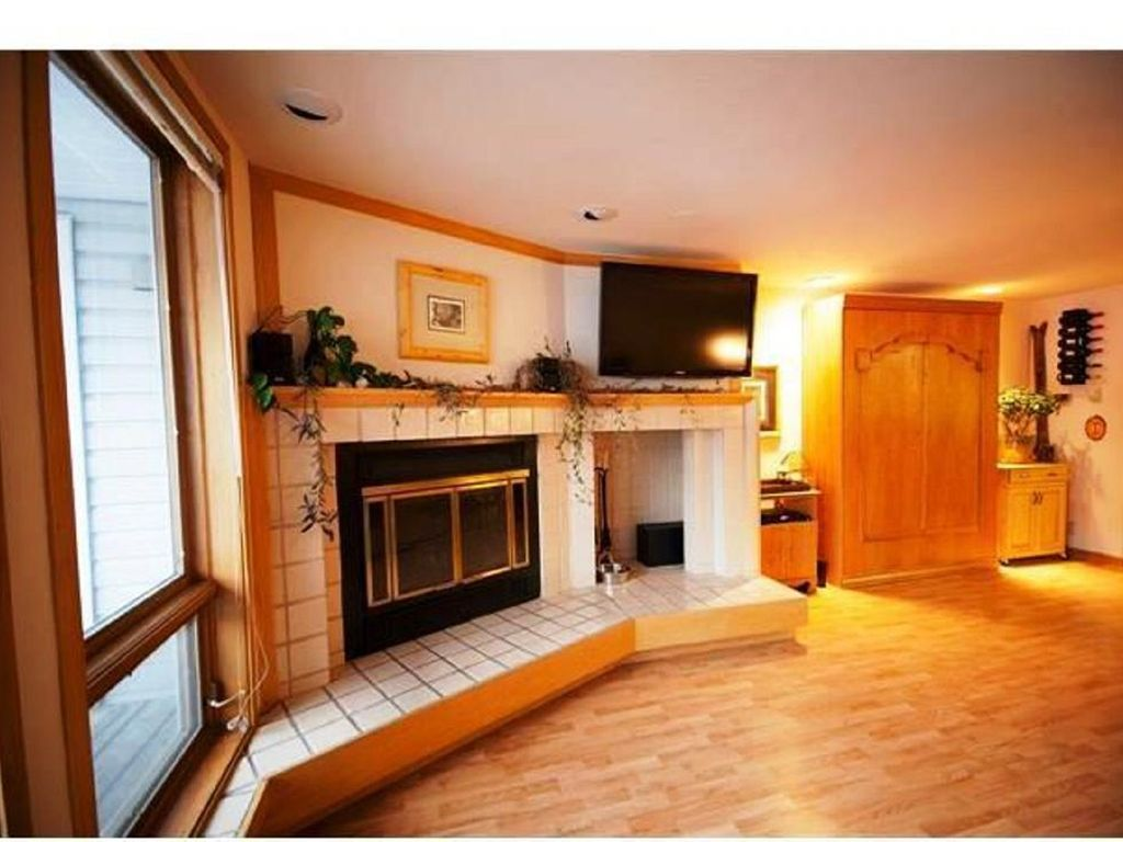 Walk to Lifts Extra Large Condo Yr round Pool Hot Tub 1 King