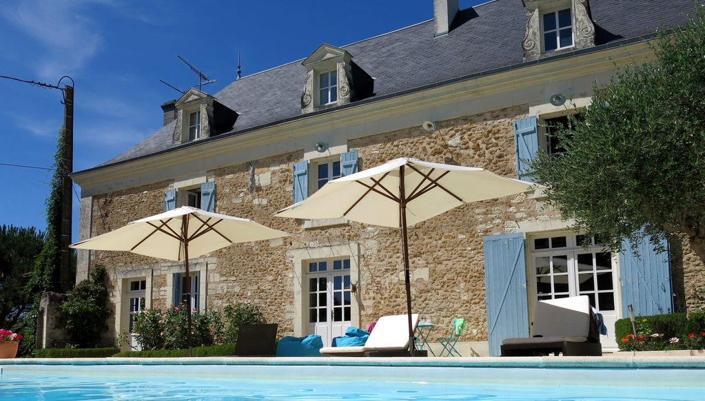 Luxury farmhouse with pool and vegetable ga homeaway for Piscine de lencloitre