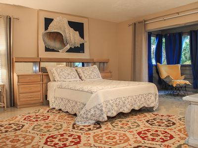 Photo for Prime location on Siesta Beach, Includes beach towels and chairs!