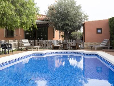 Photo for Quiet Villa with private pool very close to Torrevieja center