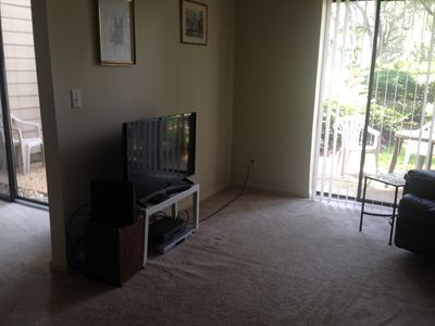 40 inch flat screen HDTV in the living room for guests viewing pleasure