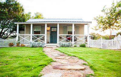 Photo for Adorable Hill Country Cottage!
