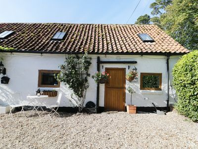 Photo for THE SNUG, pet friendly, with a garden in Brandesburton, Ref 992369