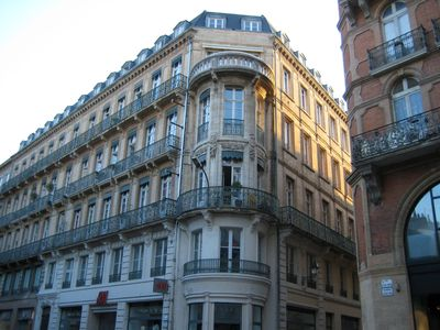 Photo for App T2 Hyper center of Toulouse 2 to 4 people very bright. 50m from the Capitol,